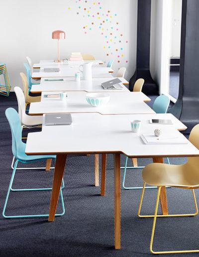 Sagada RBM Twisted Little Star tafel en Noor stoelen